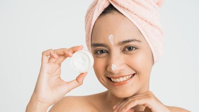 6 Rekomendasi Krim Pemutih Wajah yang Aman Digunakan
