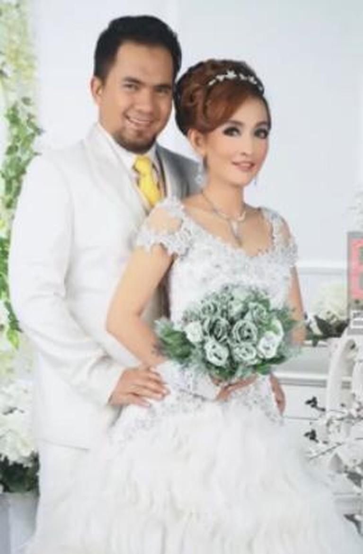 Beredar foto-foto pernikahan Saipul Jamil dan Indah Sari yang membuat heboh. Berikut foto-fotonya!