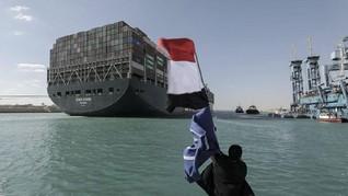 Cara Melepas Kapal Raksasa yang Tersangkut di Terusan Suez