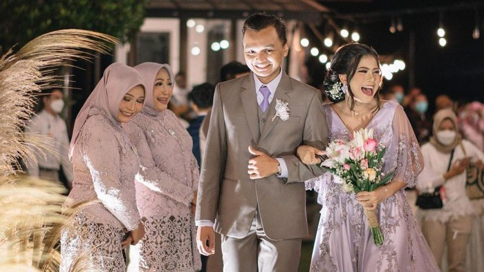 Meriahnya Pernikahan Beauty Influencer Hanum Mega