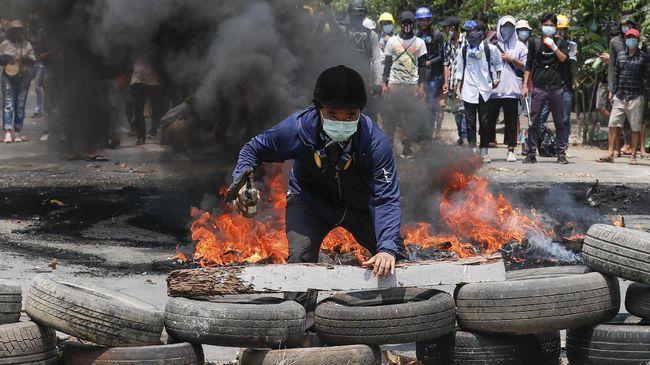 Pemerintah bayangan Myanmar minta diundang ke KTT ASEAN di Jakarta hingga krisis Covid-19 India makin parah, ramaikan berita internasional, Senin (19/4).