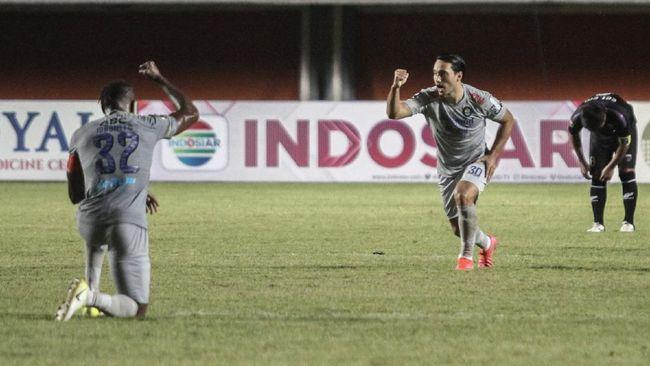 Perebutan gelar top skor Piala Menpora 2021 makin panas jelang laga final leg pertama Persija Jakarta vs Persib Bandung.