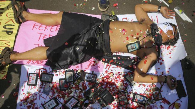 Dewan Pers dan AJI Medan mendesak kepolisian mengusut tuntas pembunuhan pemred media online di Pematangsiantar, Marsal Harahap.