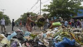 FOTO: Sampah, Senjata Baru Rakyat Myanmar Lawan Junta Militer