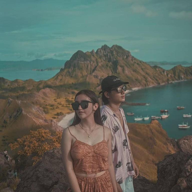 Akhirnya Ranty Maria dan Rayn Wijaya go public setelah satu tahun pacaran. Intip kemesraan mereka, yuk!