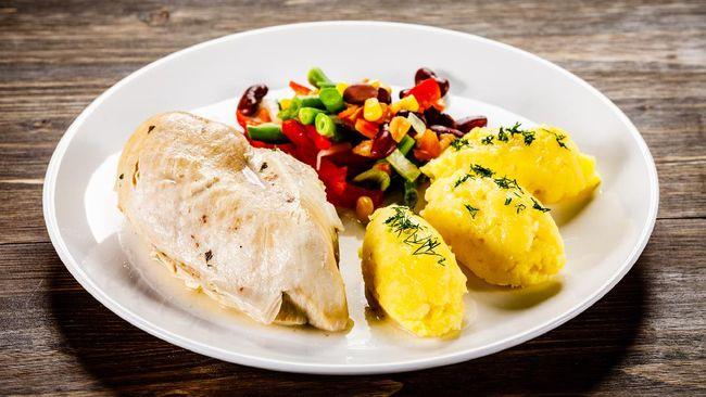 Resep menu sahur dada ayam fillet kukus ini bisa Anda coba khususnya bagi yang sedang menjalankan diet, sehingga tetap kenyang namun tak takut timbangan naik.
