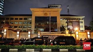 Netizen Riuh Bahas Teroris Usai Mabes Polri Diserang