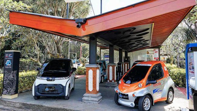 Pilot project smart mobility digagas Toyota dengan membuat ekosistem mobil hybrid dan listrik di Nusa Dua, Bali, mulai hari ini Rabu (30/3).