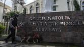 Jelang perayaan Paskah 2021, pengamanan gereja di sejumlah daerah diperketat setelah aksi teror bom bunuh diri terjadi di Katedral, Makassar.