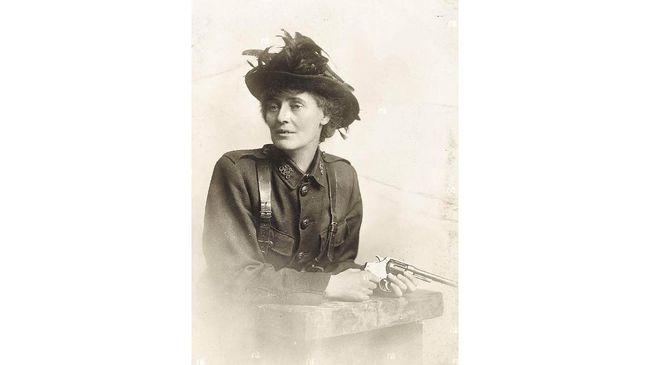 Constance Markievicz terlibat dalam Pemberontakan Paskah Irlandia atau Easter Rising 1916. Dia melatih Irish Citizen Army dan ikut bertempur.