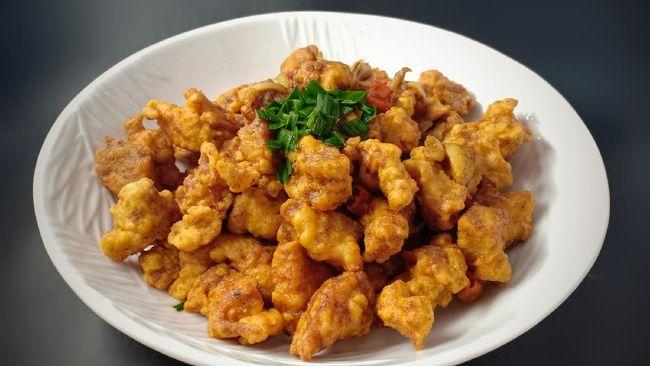 Ayam telur asin bisa menjadi alternatif menu berbuka puasa. Berikut resep praktis ayam telur asin untuk menu berbuka puasa.