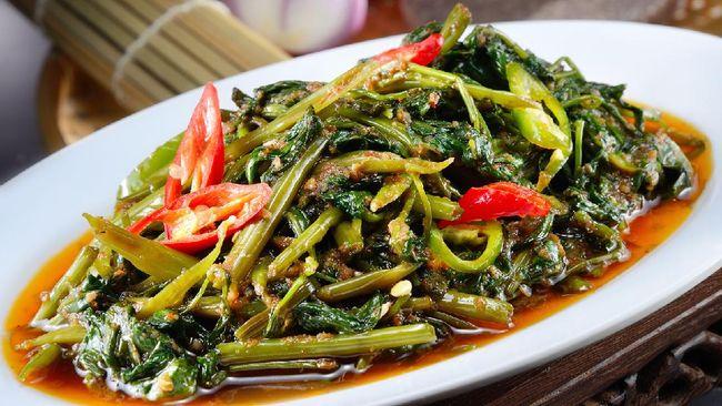 Tumis kangkung saus tiram bisa menjadi menu sahur atau buka puasa di bulan Ramadan. Berikut resep praktis tumis kangkung saus tiram.