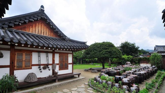 Jika pandemi telah reda dan punya rencana wisata ke Korea Selatan, berikut tujuh pilihan tempat penginapan berkonsep hanok yang bisa diinapi.