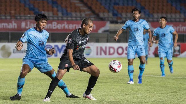 Menko PMK Muhadjir Effendy menyatakan pemerintah tengah mencari formula agar laga sepak bola bisa kembali dihadiri penonton.