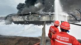 Pertamina Dinginkan Dua Titik Api Menyala di Kilang Balongan