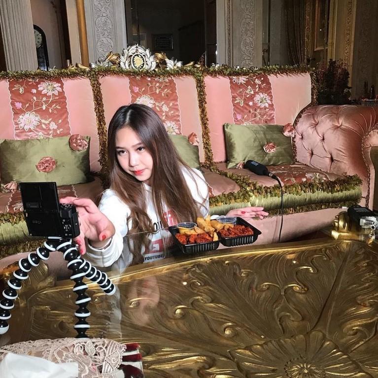 Nama Sisca Kohl mendadak viral karena konten mewah TikToknya. Penasaran dengan Sisca Kohl? Yuk lihat potret, Sisca!