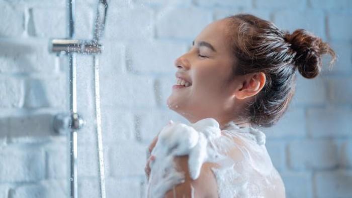 Upgrade Kulit Biar Glowing dan Moist dengan Sabun Mandi yang Tepat