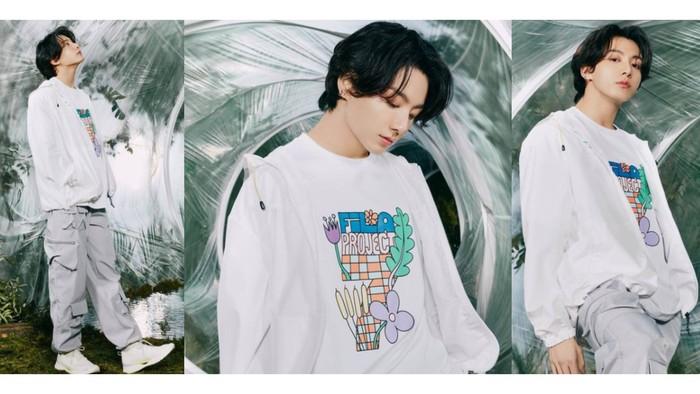 Si bungsu BTS juga enggak mau kalah kece dari kakak-kakaknya, nih. Outfit serba putih yang Jungkook pakai terlihat cocok banget sama rambut hitamnya! / foto: instagram.com/fila_korea