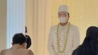 <p>Atta Halilintar mengucap ijab kabul dengan satu tarikan napas. Ia meminang putri Anang dengan mas kawin berupa seperangkat alatsalat dan uang tunai sebesar Rp342.021 (Foto: Instagram @thoriqhalilintar)</p>
