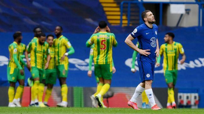Chelsea yang bermain dengan 10 orang sejak babak pertama dipaksa bertekuk lutut 2-5 oleh West Bromwich Albion pada lanjutan Liga Inggris.