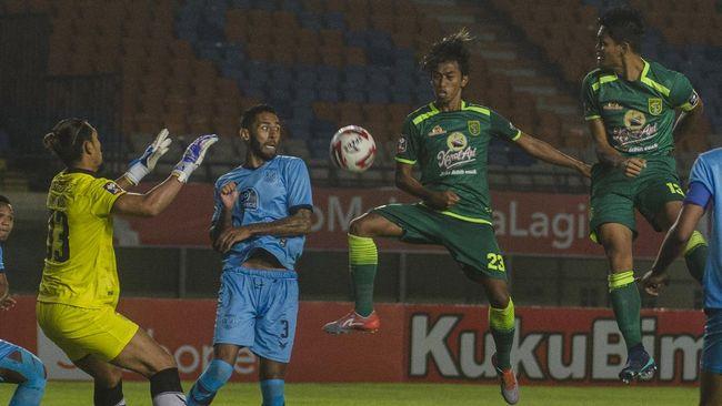 Persebaya Surabaya berhak memuncaki klasemen Grup C Piala Menpora 2021 meski hanya bermain imbang 0-0 lawan Persela Lamongan, Sabtu (3/4).