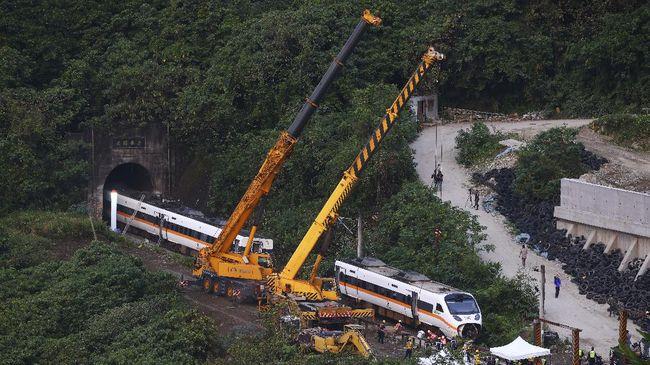 Menteri Transportasi Taiwan Lin Chia-Lung mengajukan pengunduran diri setelah insiden kecelakaan kereta api yang menewaskan 51 orang.