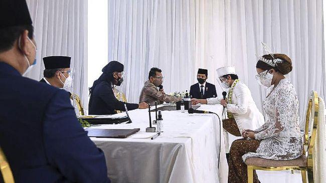 Netizen ramai mengkritik pernikahan Atta Aurel yang dihadiri Jokowi hingga Prabowo dan disiarkan secara langsung di TV nasional.