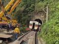 VIDEO: Kereta yang Tabrakan di Taiwan Mulai Dipindahkan