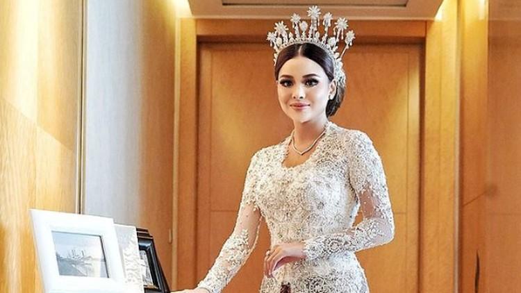 Penampilan Aurel Hermansyah dan Atta Halilintar saat hari pernikahan
