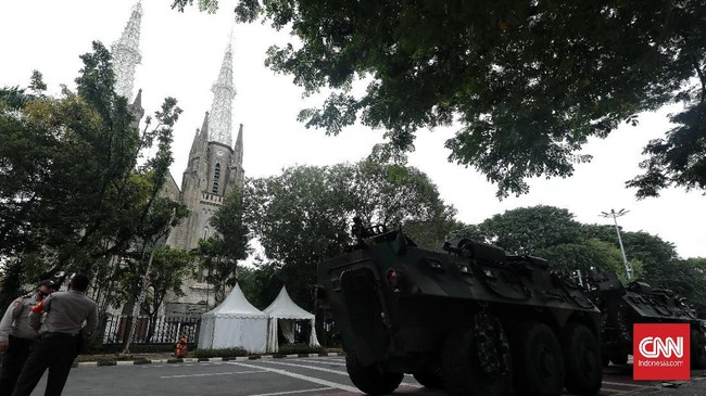 Sekitar 150 personel gabungan dari TNI, Polri, Satpol PP dan Dishub DKI mengamankan pelaksanaan Misa Paskah di Gereja Katedral. Berikut gambarannya.