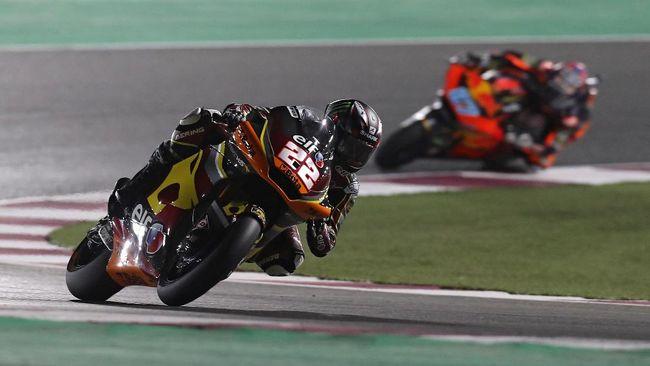 Sam Lowes mengalahkan duo KTM, Remy Gardner dan Raul Fernandez, pada balapan Moto2 Doha 2021. Sementara Pertamina Mandalika gagal finis 10 besar.