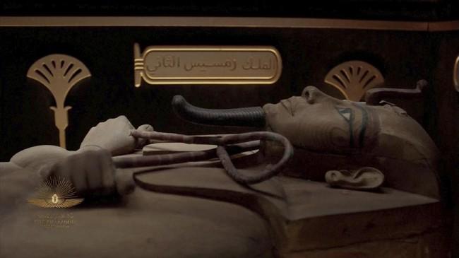 Kerajaan Mesir memindahkan mumi dari Museum Mesir di Tahrir ke Museum Nasional Peradaban Mesir di Fustat, di Kairo pada Sabtu (3/4). Berikut gambarannya.