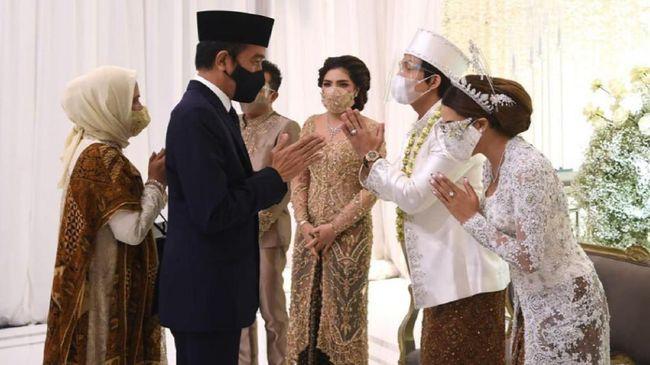 Berita siklon tropis Seroja atau banjir di Nusa Tenggara Timur (NTT) disebut tertutupi oleh isu pernikahan Atta Halilintar dan Aurel.