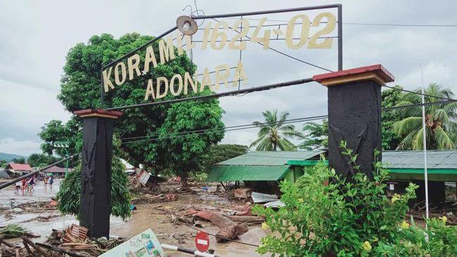 Pulau Adonara di Kabupaten Flores adalah satu dari banyak tempat yang terkena bencana dengan kerusakan dan korban jiwa paling parah.