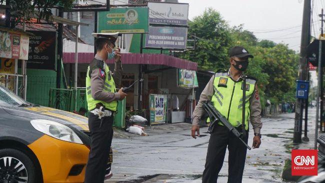 Sebanyak satu truk berisi kaleng donasi, sejumlah dokumen dan sejumlah barang disita oleh tim Densus 88 dari kantor Syam Organizer, Yogyakarta.