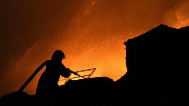 Kebakaran Blok F Pasar Minggu Diduga Akibat Puntung Rokok