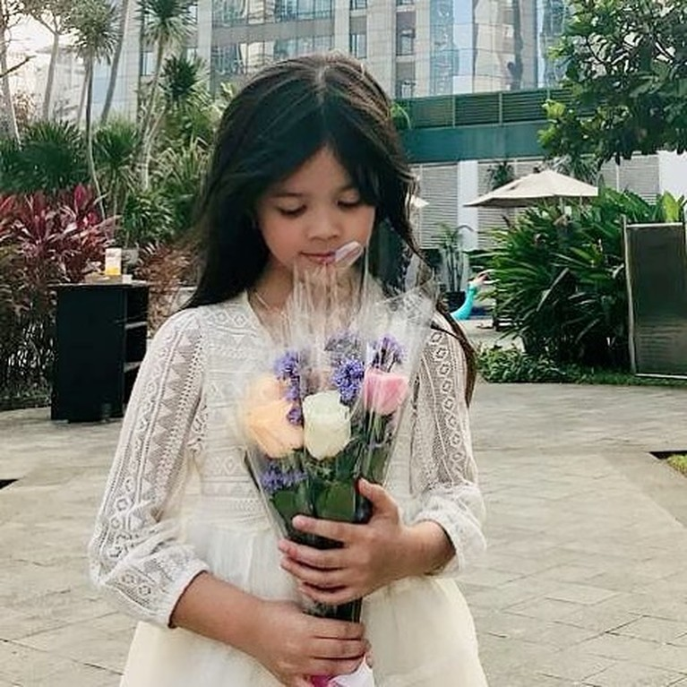 Putri pertama Ahmad Dhani dan Mulan Jameela, Safeaa Ahmad kini telah beranjak remaja. Terlihat makin modis dan stylish berikut transformasi nya!