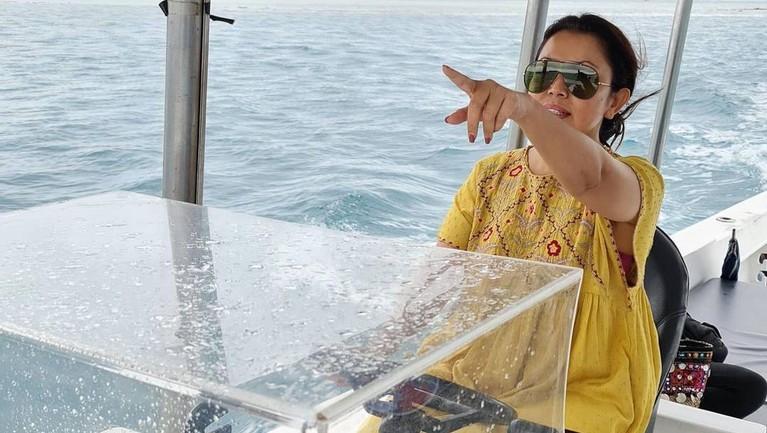 Mayangsari baru saja mengunggah momen liburan bersama keluarga tercintanya. Yuk intip momen liburan mayangsari!
