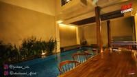 <p>Rumah mewah Atta dan Aurel rasanya kurang lengkap tanpa kolam renang ya, Bunda? Kolam renang ada di dalam rumah lho! (Foto: YouTube SULE Channel)</p>