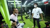 <p>Karena hobi berolahraga, Atta Halilintar tak lupa melengkapi rumahnya dengan area gym, Bunda.Tapi, kata Atta, gym-nyamasih dalam tahap penyempurnaan. (Foto: YouTube SULE Channel)</p>