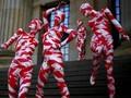 FOTO: 100 Maneken Berbalut Merah-Putih Simbol Krisis Pandemi