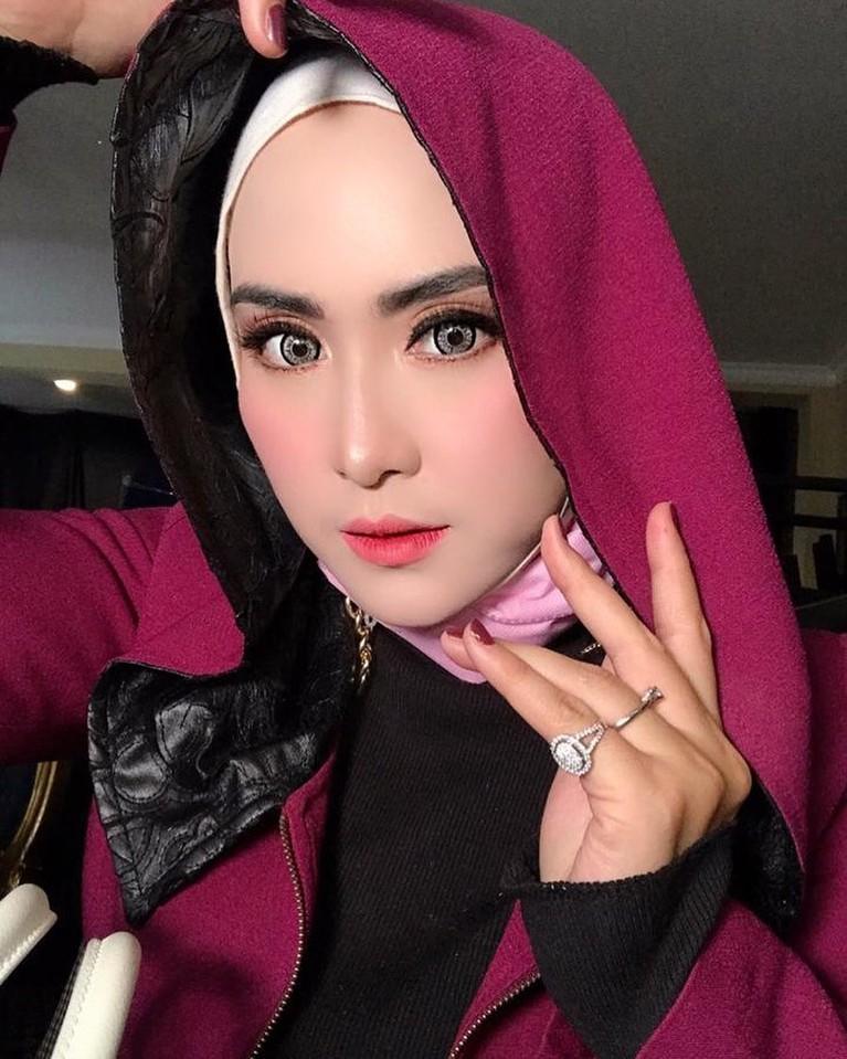 April Jasmine, istrid Ustad Solmed mendadak viral atas unggahan video di aplikasi TikTok miliknya. Berikut sosok April Jasmine!