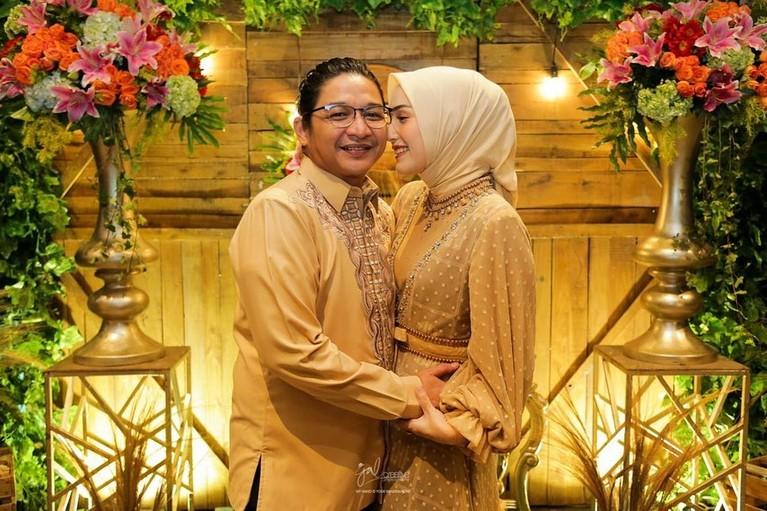 Pasha dan Adelia baru saja merayakan anniversary pernikahan mereka ke 10 Tahun. Yuk intip momen sweet mereka berdua!