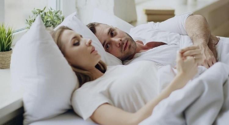 Ejakulasi di luar saat berhubungan seks masih dianggap bisa jadi cara ampuh untuk mencegah kehamilan. Lalu, bernarkah demikian?