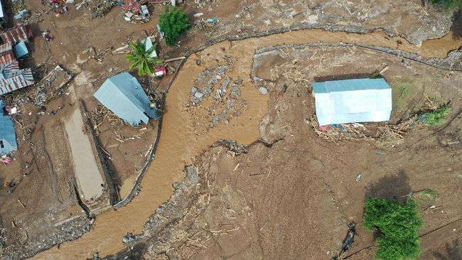 Wakil Gubernur Nusa Tenggara Timur (NTT) Josef Nae Soi mengungkapkan ada sejumlah desa korban banjir bandang belum tersentuh bantuan.