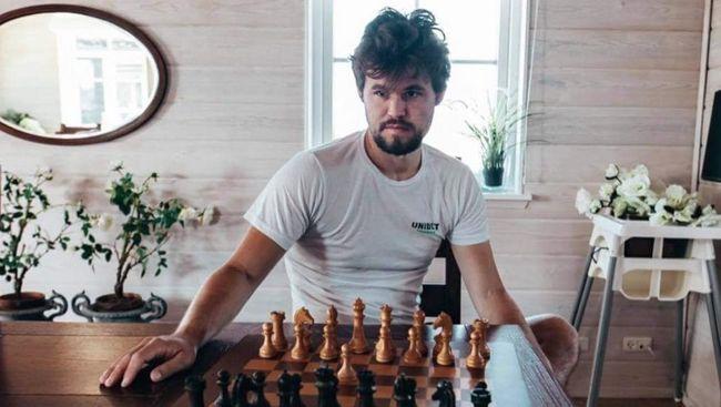 Profil mengenai Jan Krzystof Duda yang memutus rekor Magnus Carlsen menjadi berita terpopuler di kanal olahraga CNNIndonesia.com dalam 24 jam terakhir.