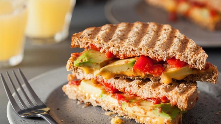 Sandwich Keju Tomat dan Alpukat