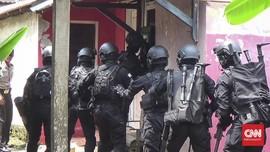 Densus 88 Geledah Rumah Terduga Teroris Poso di Makassar