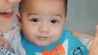 <p>Lahir pada September 2020, kini Baby Air telah berusia 7 bulan, lho. (Foto: YouTube: Aish TV)</p>