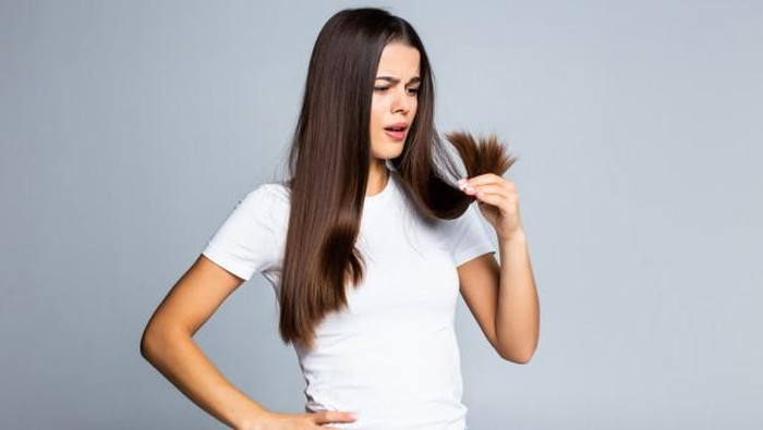Benarkah Pakai Dry Shampoo Bikin Kulit Kepala dan Rambut Rusak?